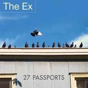 Foto von 27 Passports