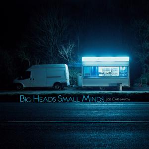 Foto von Big Heads Small Minds